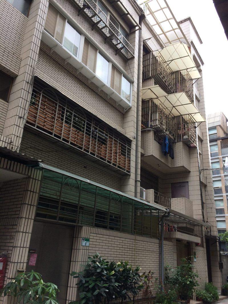 大安區潮州街的「旭大華廈」,為申請增設電梯獲准百萬補助款的社區之一。圖/北市更新處提供