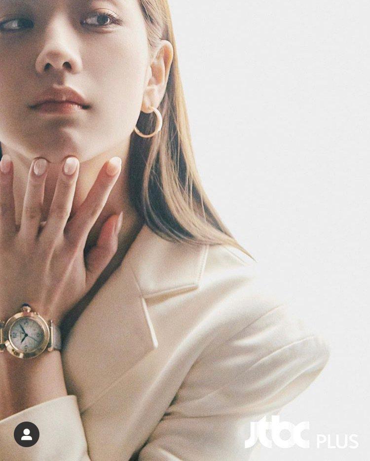 Jisoo在IG發文秀出卡地亞最新的Pasha de Cartier腕表。圖/取...