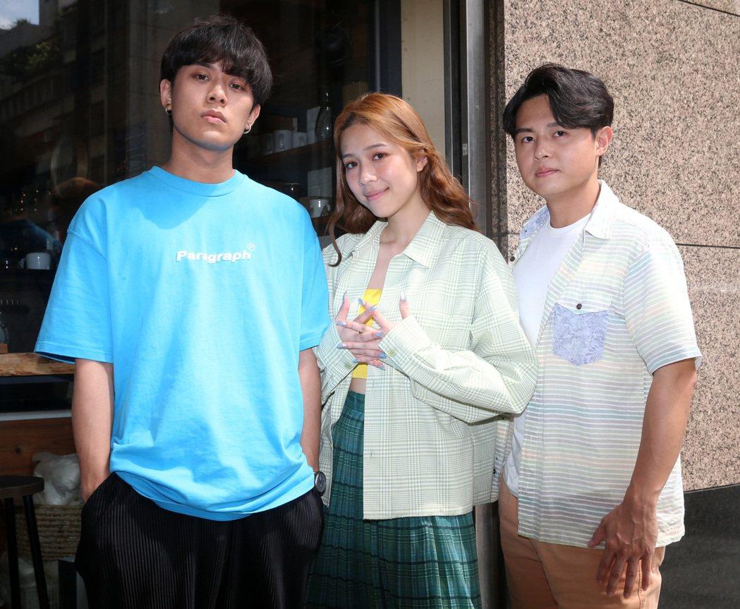 由雲安(左起)、犬青及哲謙組成的「告五人」樂團。記者胡經周/攝影