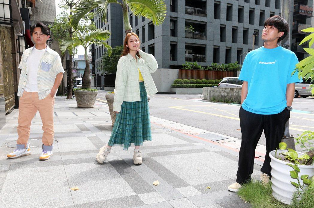 由雲安(右起)、犬青及哲謙組成的「告五人」樂團。記者胡經周/攝影