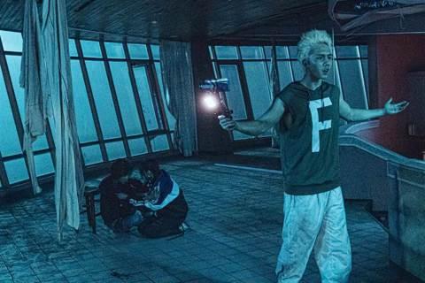「馗降:粽邪2」上映19天,全台票房飆破5700萬,口碑熱度持續沸騰,許多觀眾表示:「以為去看恐怖片尋找刺激,忘了帶面紙,沒想到竟然哭得很慘!」劇組週末來到台南、新北與觀眾面對面,導演廖士涵是台南人...