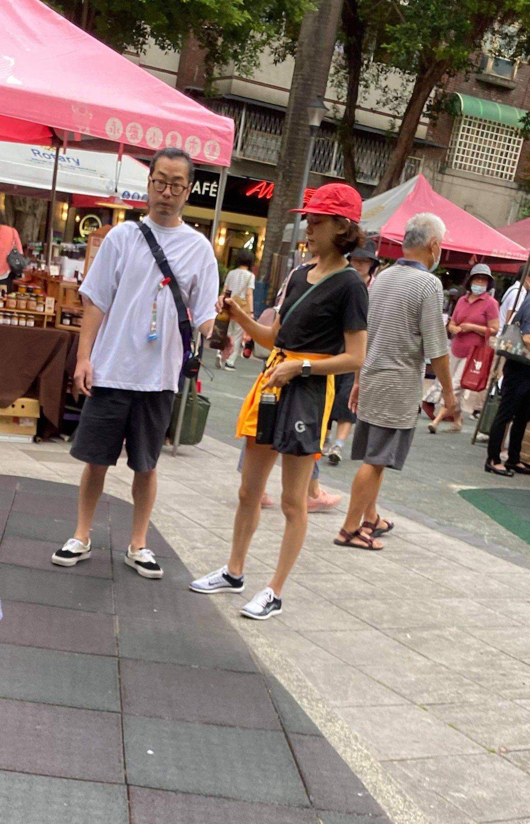 陳意涵(右)一家三口共享天倫樂。圖/讀者提供