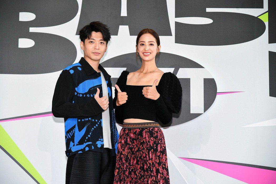 侯彥西(左)和莫允雯今年以「用九柑仔店」入圍金鐘獎。記者  蘇健忠/攝影