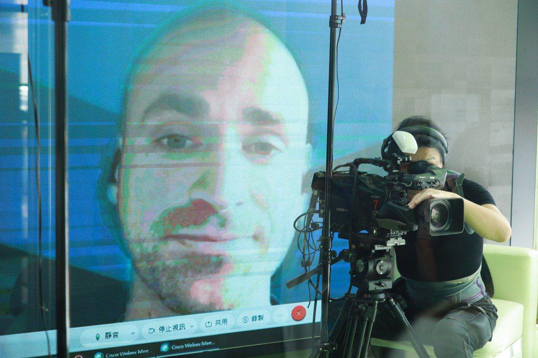各國講師直播向參與者分享參與社會創新的實務經驗。記者許詩愷/攝影