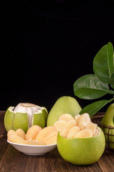 營養師建議,文旦柚一次最多吃半顆。圖╱123RF