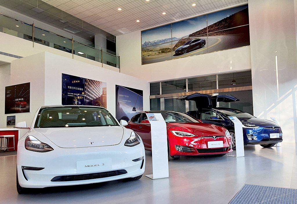 車輛銷售展示空間內的專業產品顧問團隊將提供消費者電動車教育與專屬試駕服務。 圖/...