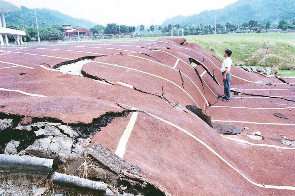 車籠埔斷層錯動造成九二一地震。 圖/聯合報系資料照