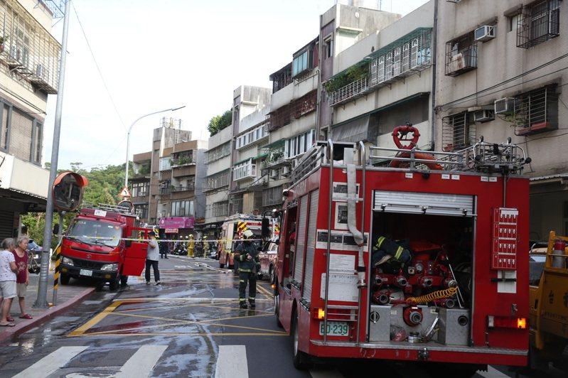 台北市內湖區康寧路一處安養中心)下午發生一起嚴重火警,警消獲報到場時,安養中心內的三名男性長者,都沒有生命跡象,詳細起火原因,仍有待釐清。記者曾吉松/攝影