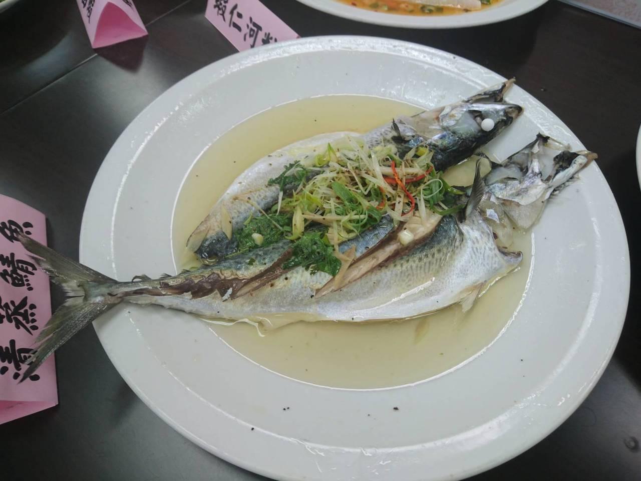 秋刀魚、鯖魚等,增加五色蔬果的攝取,都可以幫助增加腦中血清素的含量 圖/羅建旺 ...