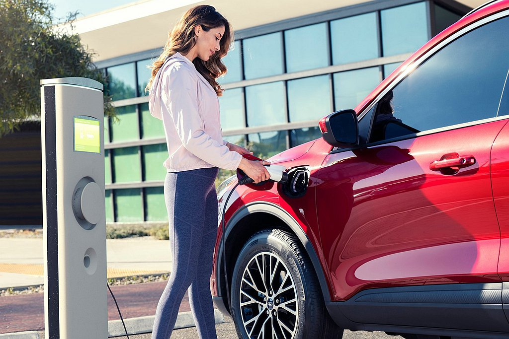 長軸版動力直接延續現行Ford Kuga的各式動力架構,尤其是Ford Kuga...