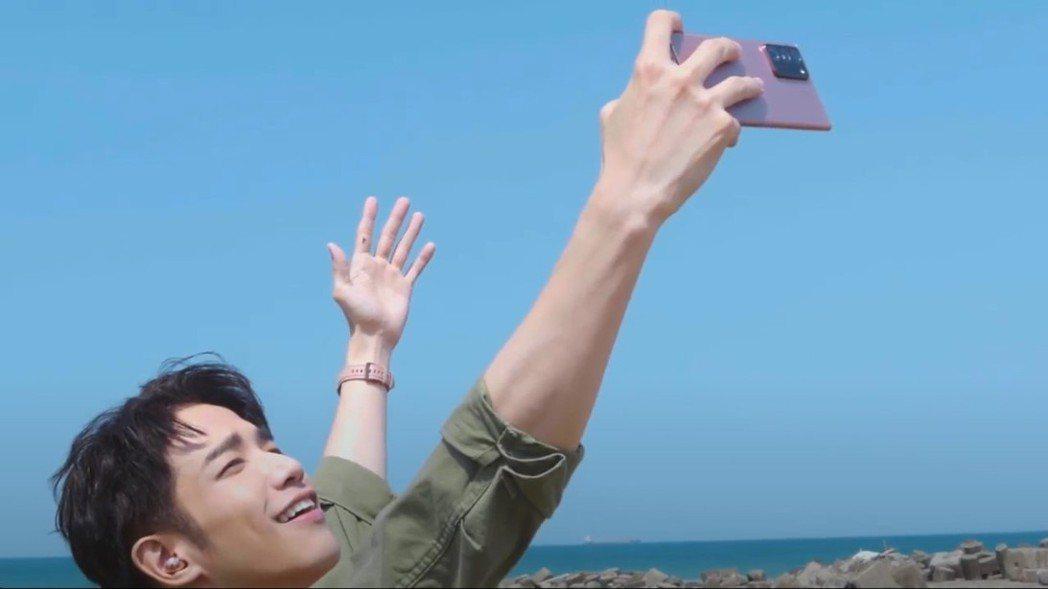 愛拍照的劉以豪,堪稱專業玩家兼攝影家。 圖/三星提供