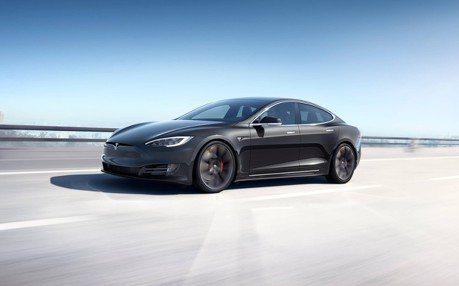 Tesla Model S竟然自動超速躲警車?全因為駕駛睡著了!