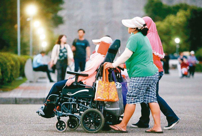 主計總處引用財政部資料指出,107年申請身障扣除額者計67.5萬人,占全國身心障礙人數57.5%,有49.9萬人沒有列報。圖為示意圖,非新聞當事人。報系資料照