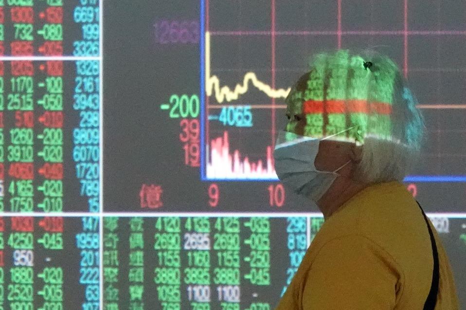 台股類股齊跌下挫逾百點 法人:不排除回測季線