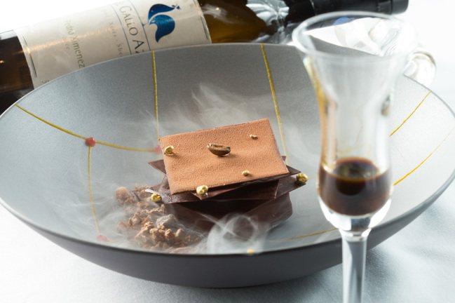 創意提拉米蘇,搭配西班牙藍公雞雪莉酒PX。記者/陳立凱攝影