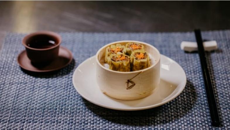 Shiok Meats以細胞技術研發出不含蝦的蝦肉,圖為加入細胞培育蝦肉的蒸餃。  擷自Shiok Meats官網