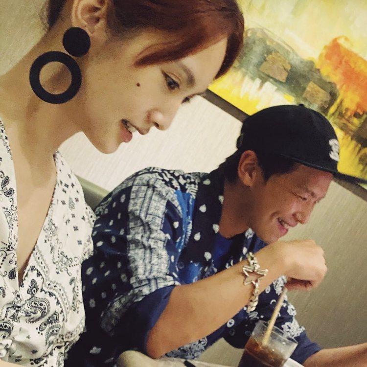 黃鴻升(右)是楊丞琳的初戀男友。圖/摘自IG