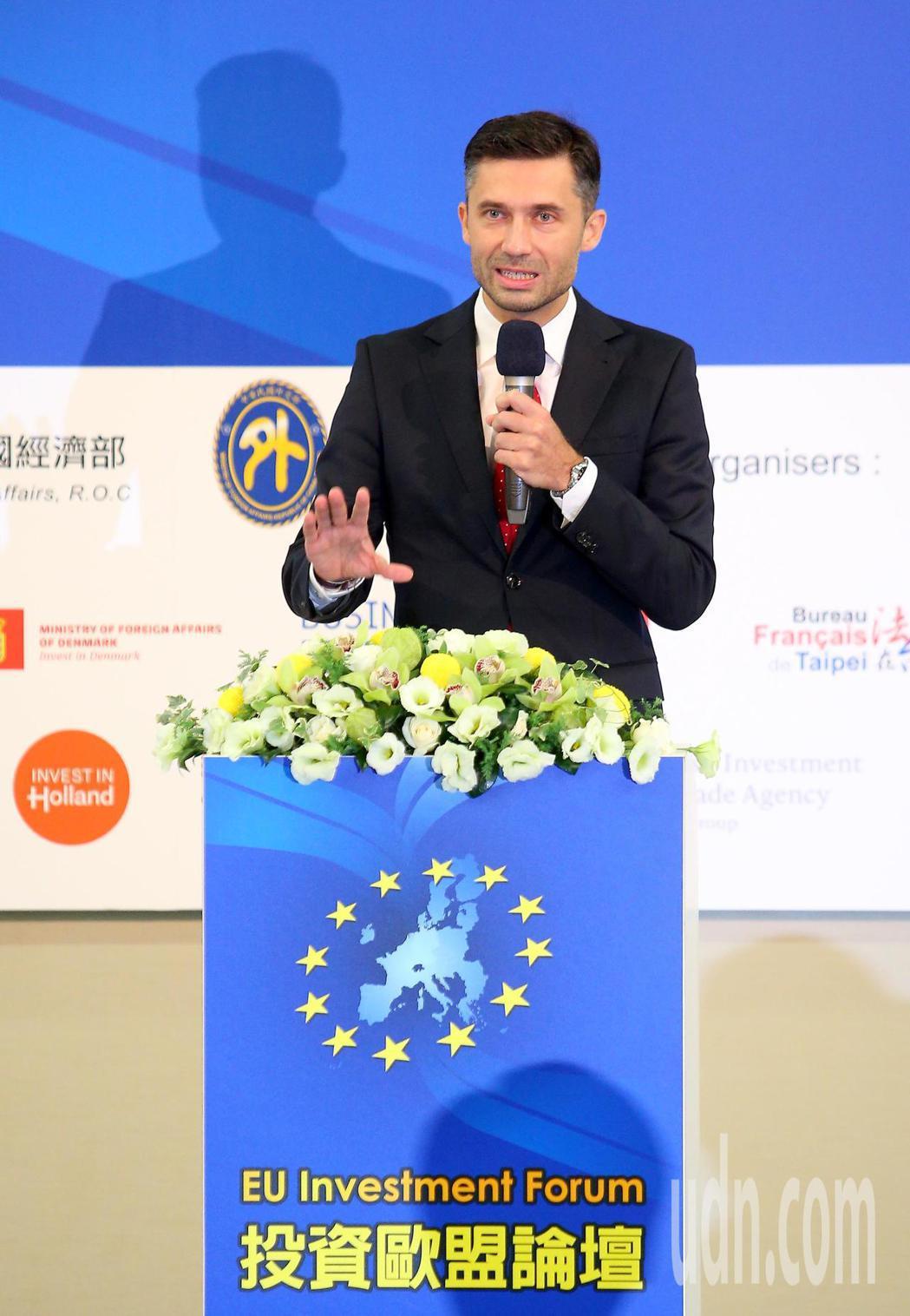 歐洲經貿辦事處上午在台北國際會議中心舉辦「投資歐盟論壇」,歐洲經貿辦事處代表高哲...