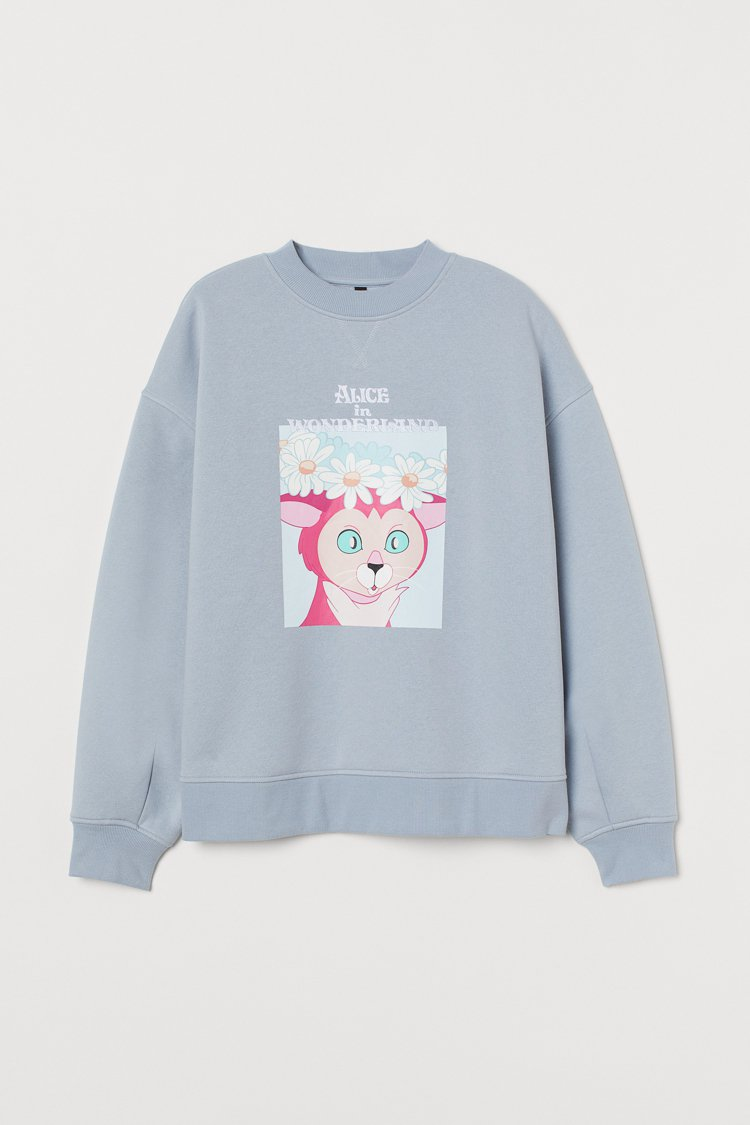Divied亞洲時尚《愛麗絲夢遊仙境》聯名系列圓領衫699元。圖/H&M提供