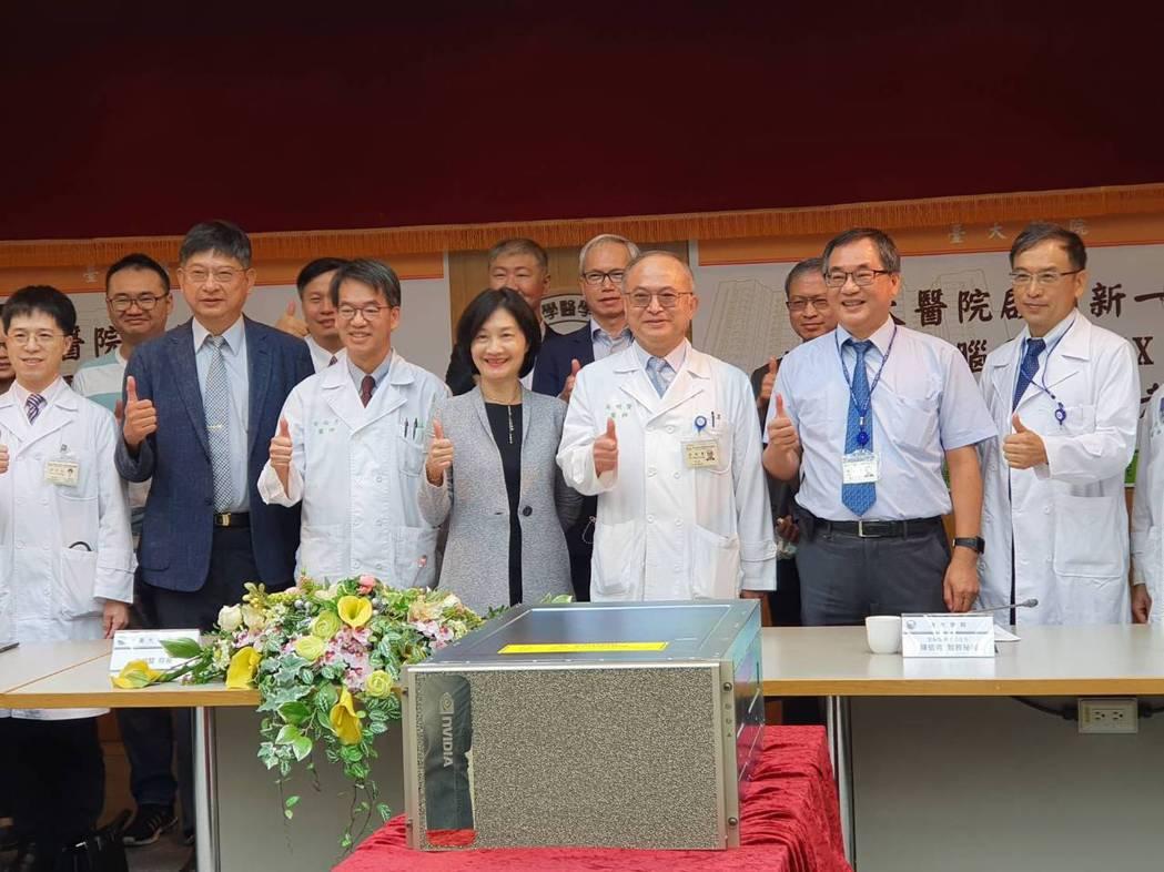 台大醫院引進AI超級電腦,圖中為台大醫院院長吳明賢。記者楊雅棠/攝影