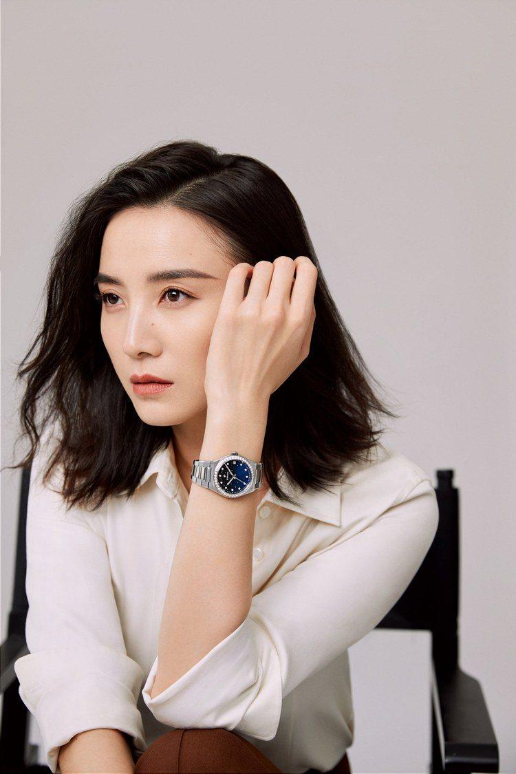 真力時推出DEFY MIDNIGHT女士自動腕表,由知名演員宋佳出任星夢大使。圖...