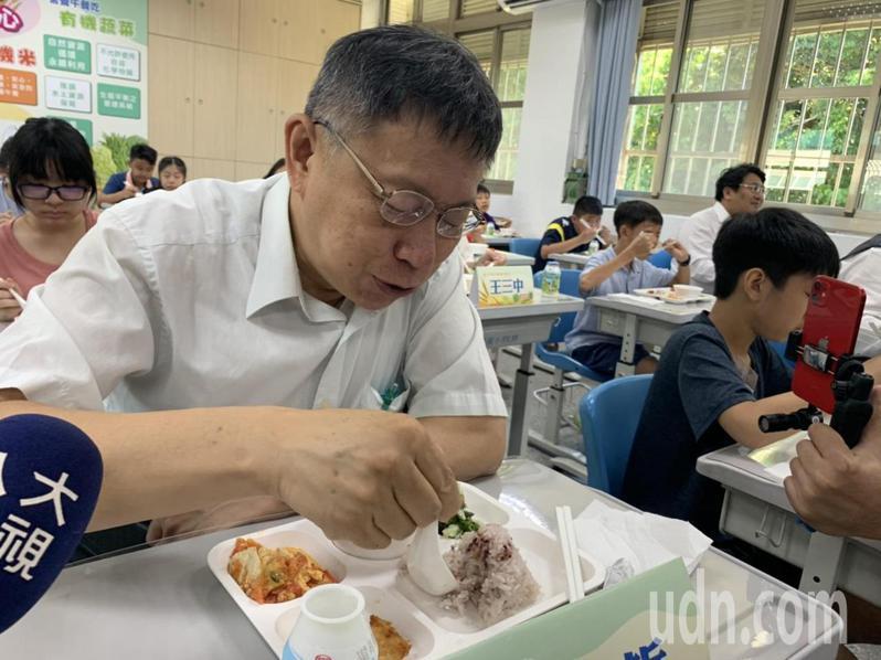 台北市長柯文哲與學生共進午餐。記者趙宥寧/攝影