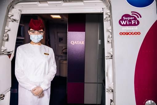 卡達航空公司近日迎來第 100 架配備「超級 Wi-Fi」高速網絡的飛機,更多乘客在搭乘航班時將享受到升級的空中 Wi-Fi 體驗。 圖/卡達航空提供