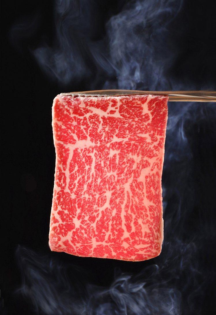 鉄火燒肉推出「日本A5和牛一片38元」的單點方案。圖/樂軒提供