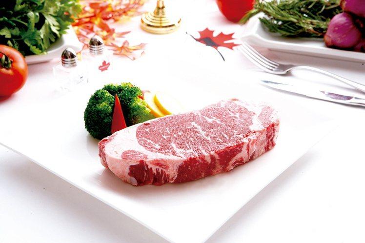 加拿大黑牛紐約客牛排300g原價840元,特價699元。圖/city'super...