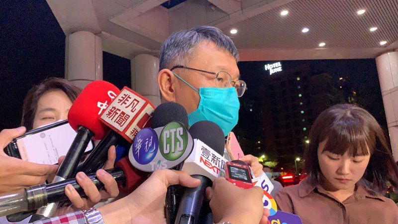 柯文哲今晚會同台北市副市長黃珊珊、社會局長周榆修到三總探望傷患。記者趙宥寧/攝影