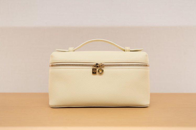 Extra Pocket側背、手提小包款,54,300元。圖/Loro Pian...
