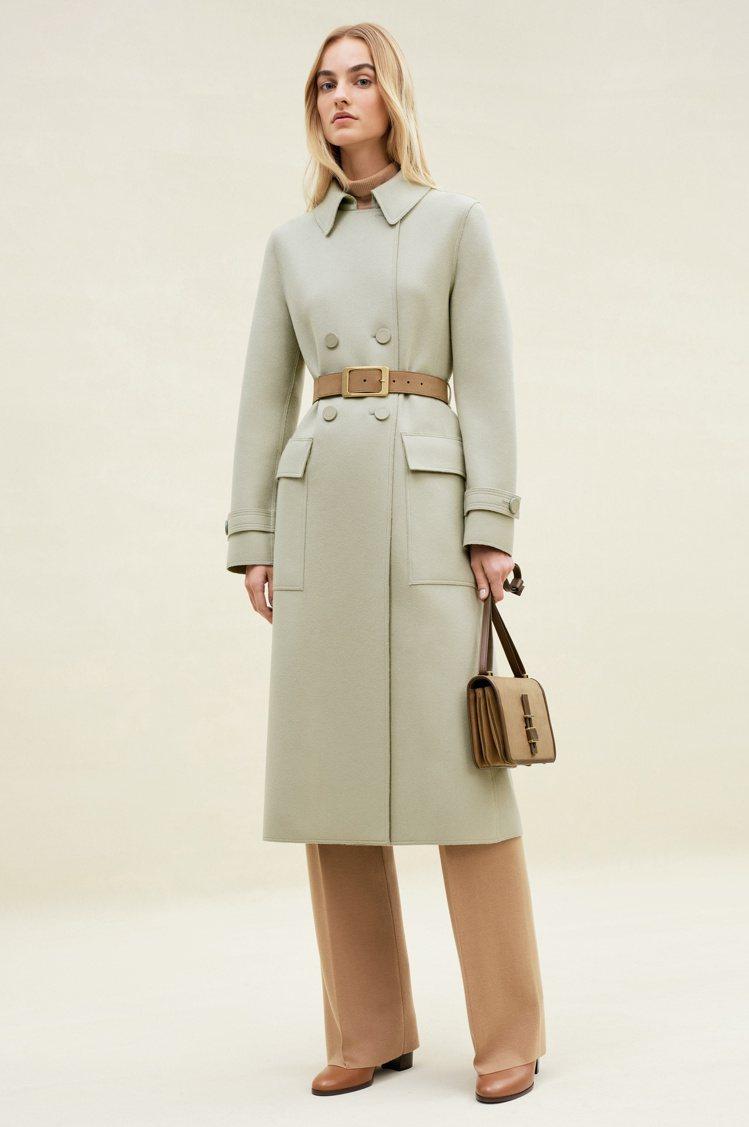 尼羅河綠(Green Nile)喀什米爾大衣讓秋冬女裝顯得輕盈且清爽。圖/Lor...