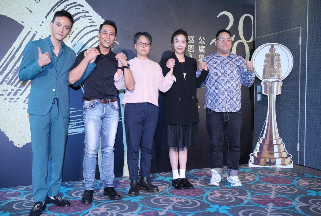 「噬罪者」曹晏豪(左起)、莊凱勛、導演張亨如、蔡淑臻、夏大寶出席公廣集團金鐘感恩...