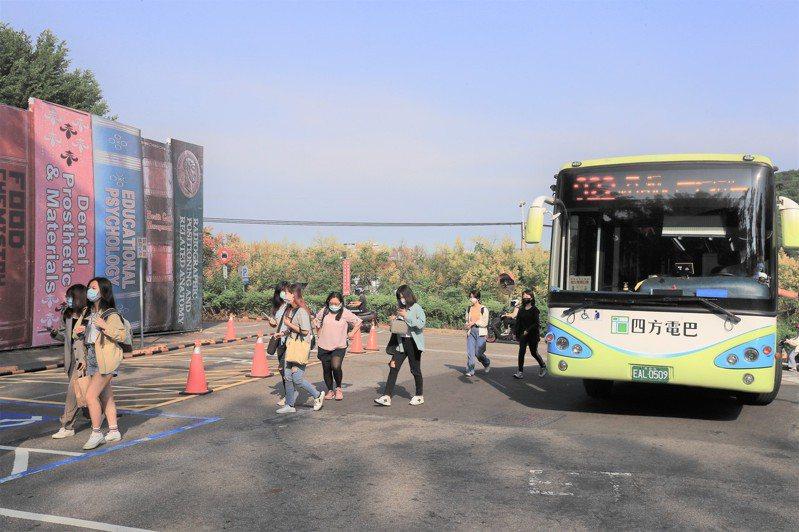 台中市922公車昨起延伸駛進中台科技大學,方便師生進校園,可從校園直接到捷運與台鐵松竹站轉乘高鐵、台鐵。圖/台中市政府提供