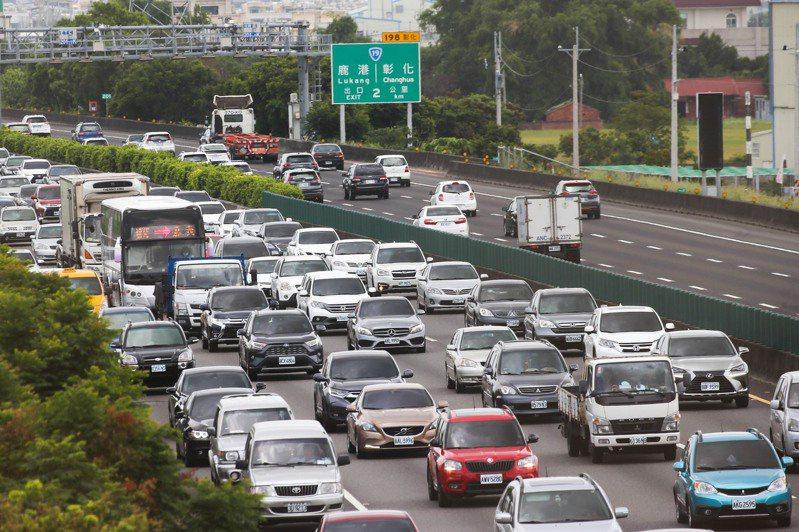 警政署統計,去年國道共發生2166件交通事故,比2015年的1535件,增加631件,約3成。 圖/聯合報系資料照片