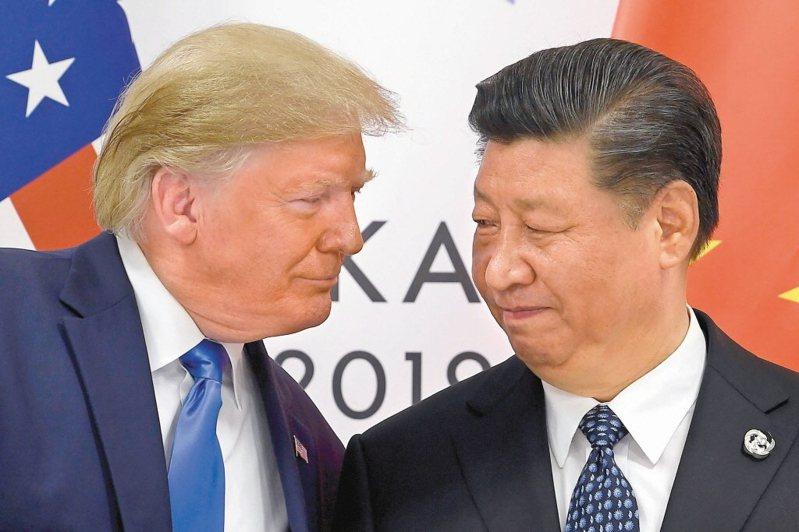 大陸國家主席習近平(右)、美國總統川普,在聯合國演說上言詞交鋒。(美聯社資料照片)