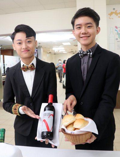 高雄三民家商培養許多全國技能競賽優秀餐服技藝選手。記者徐如宜/攝影