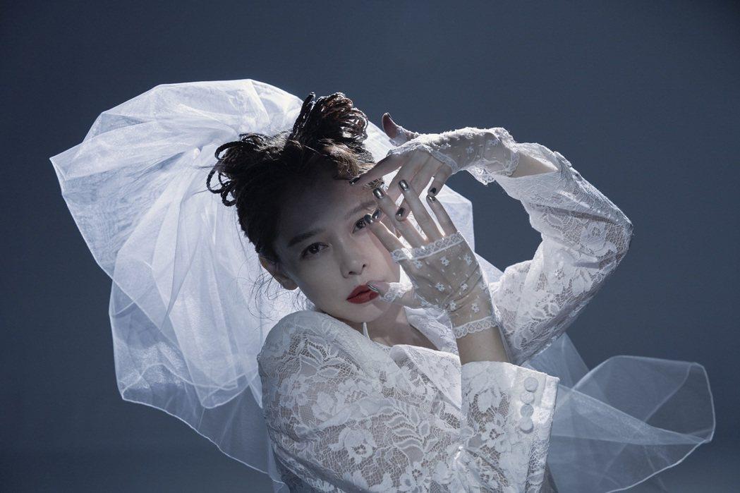 徐若瑄忙於宣傳精選輯「I'm V」。圖/索尼音樂提供