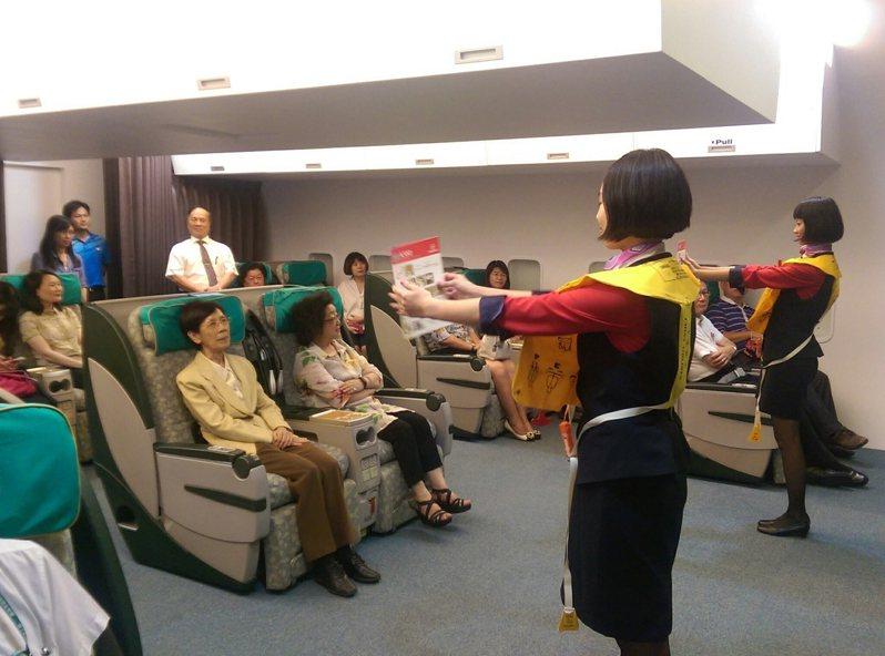 樹德家商的航空服務特色班,打造情境教室,學習航空運輸服務業等技能。圖/樹德家商提供
