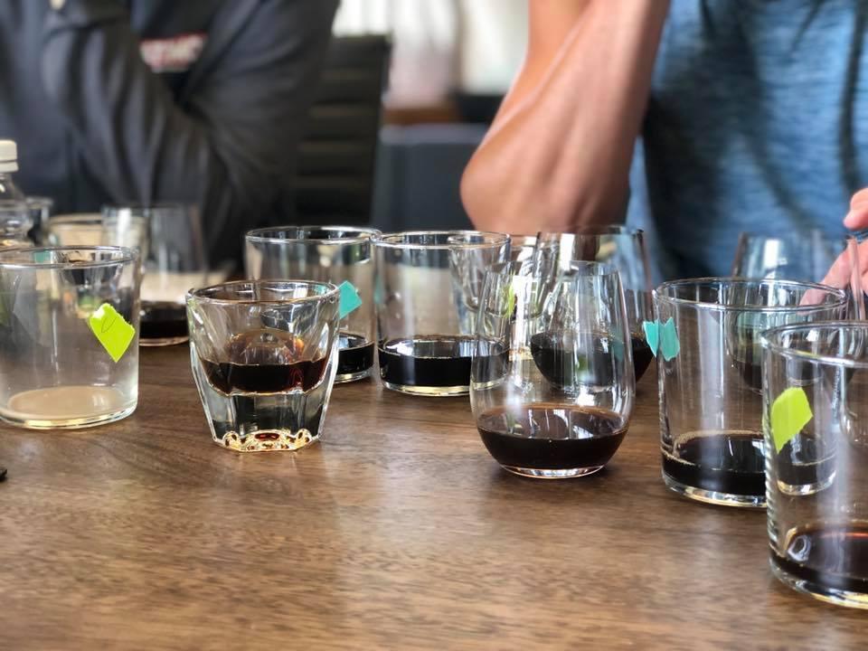 即使是分子咖啡的開發,也需要杯測。 圖片提供/食力