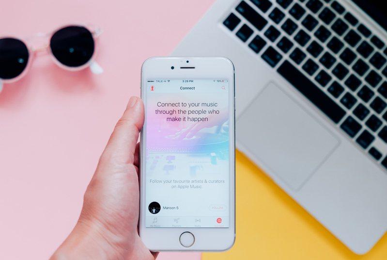 網友認為蘋果最強神機是iPhone 6s(見圖)及iPad Air 2,最新版iOS 15系統都還能支援。示意圖/ingimage