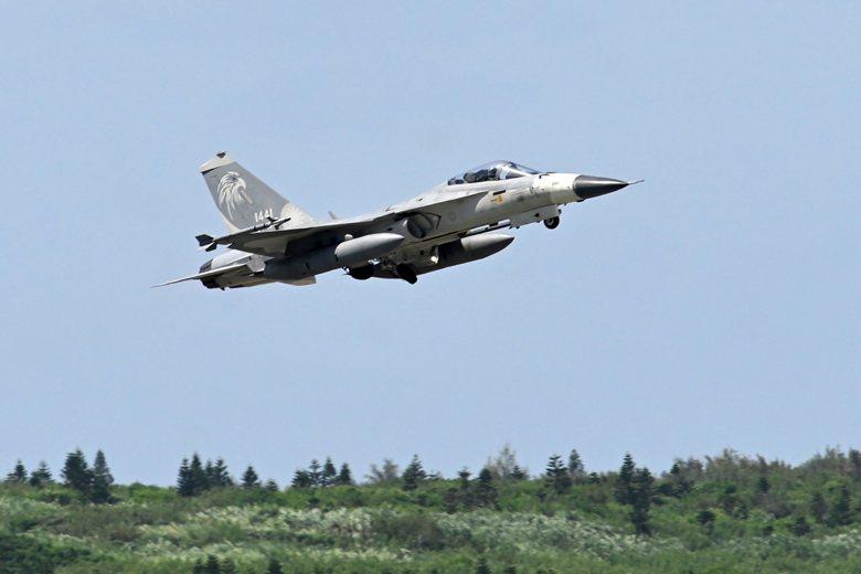 駐地澎湖馬公機場的IDF戰機升空執行任務。 圖/法新社