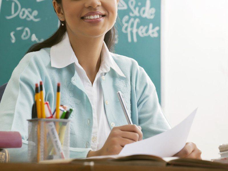 一位母親在教師節前夕發文感謝一名改變兒子人生的老師。 圖/Ingimage