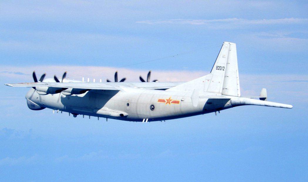 國防部19日公布中共運-8反潛機等多戰機侵擾台灣空域。 圖/國防部