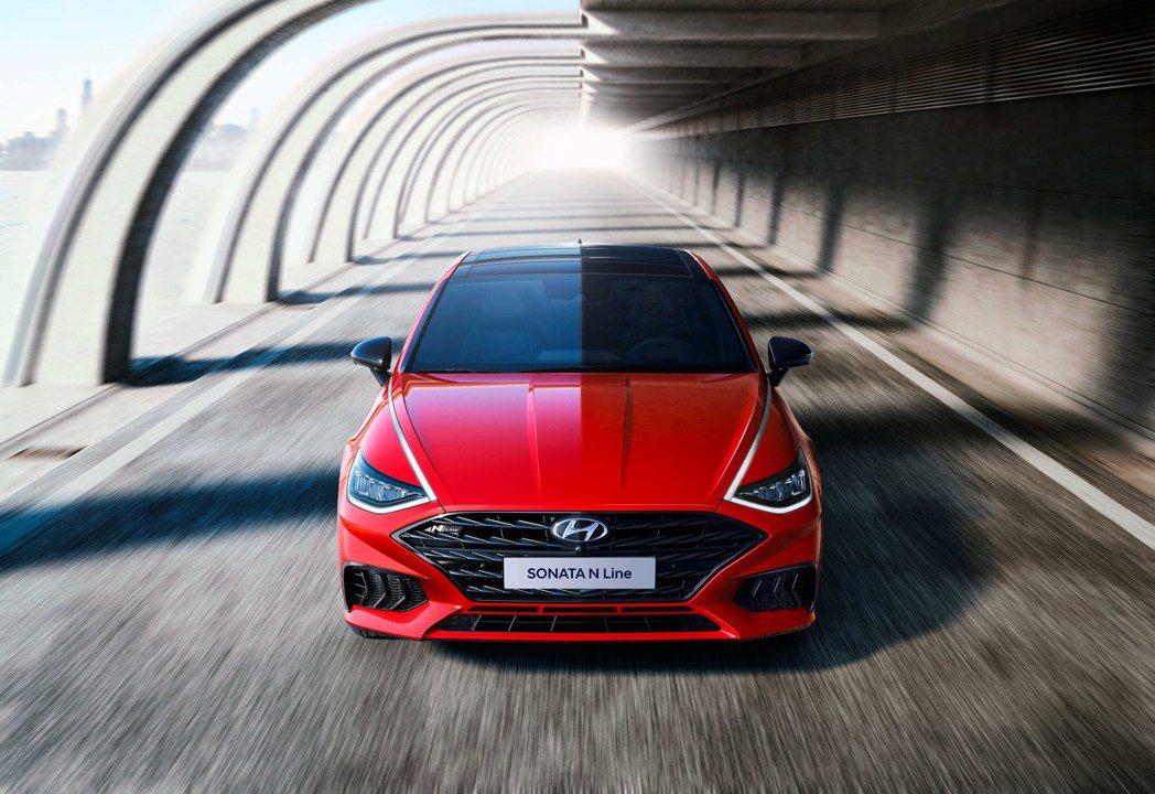 全新Hyundai Sonata N Line不僅是車系首度擁有最強的動力車型,...