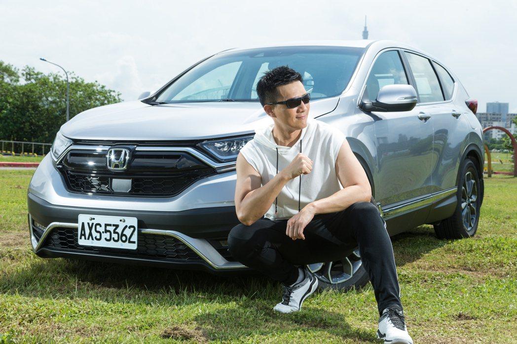 蔣偉文說自己的選車想法就和運動穿搭哲學一樣,追求機能性及舒適表現,車款則另外多了...