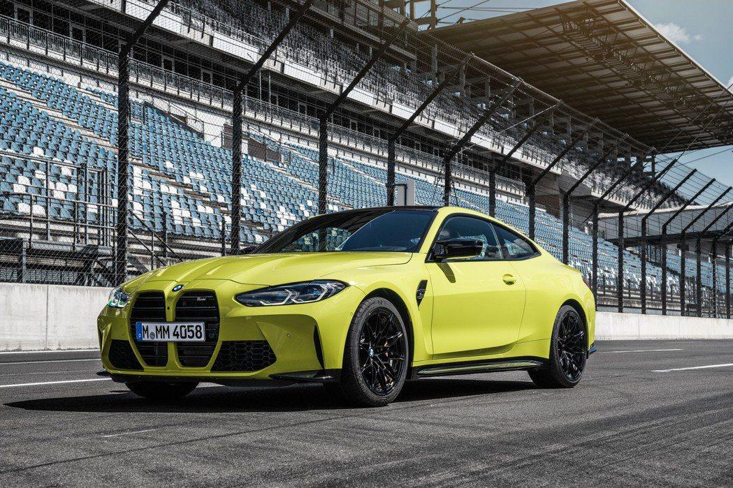 底盤方面也為高性能做了許多優化設計,改良的懸吊、電子可變轉向等。 摘自BMW