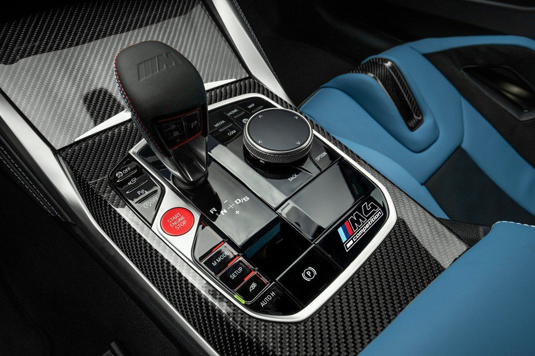 八速M Steptronic自排變速箱則有三種變速箱模式可選擇。 摘自BMW