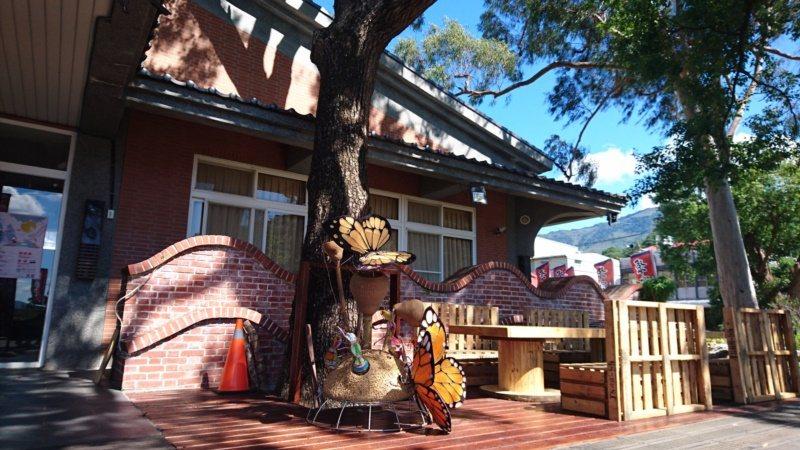 「聚寶來景觀休憩餐廳」,這裡原本是寶來遊客服務中心,近年轉型成為餐廳。 圖/茂管...