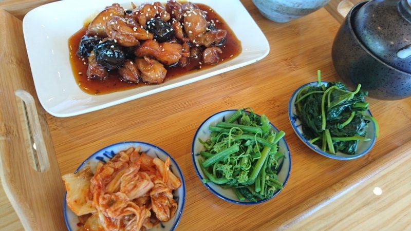 「聚寶來景觀休憩餐廳」提供梅子菜色餐。 圖/茂管處提供